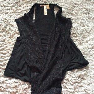 🌼3/25 black open vest lace detail on front szS